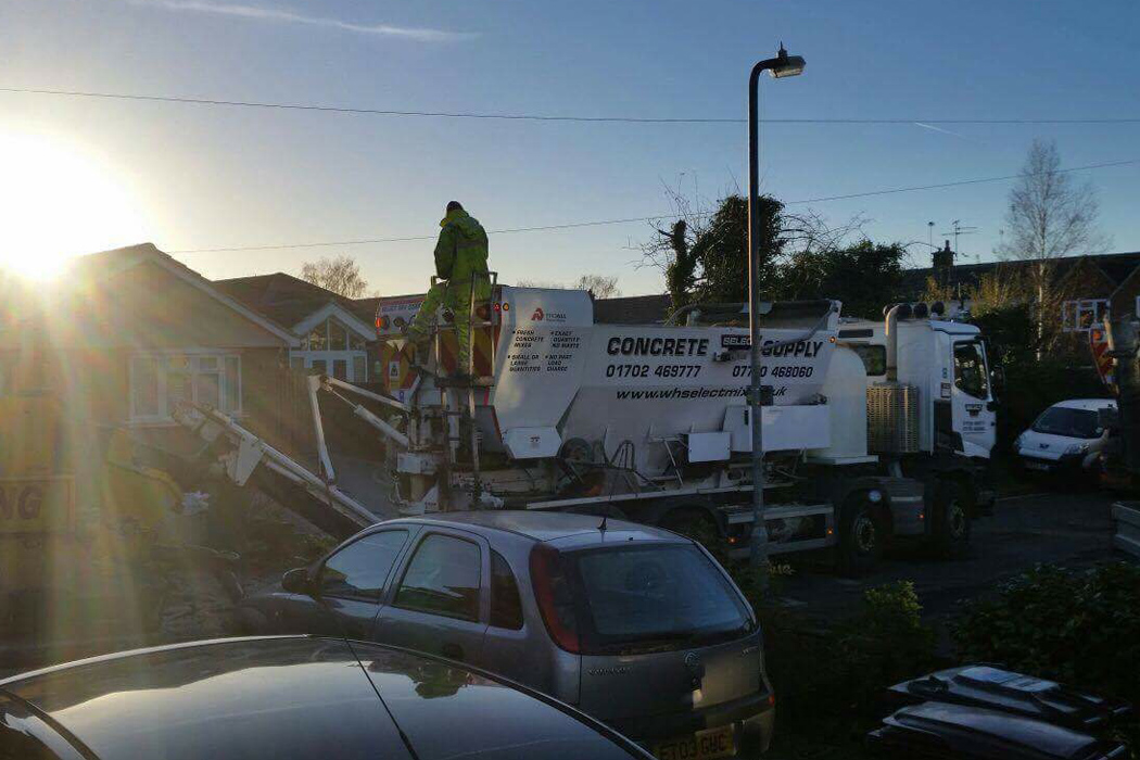 An image of a Select Mix lorry dropping off cement to a building site