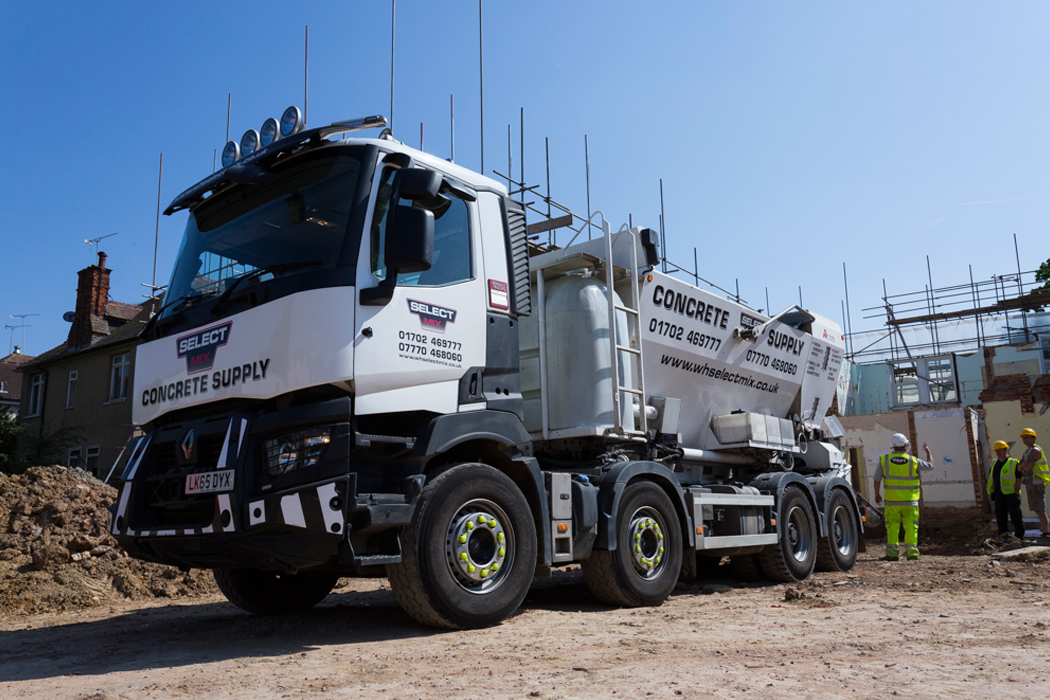 An image of a Select Mix lorry at a building site